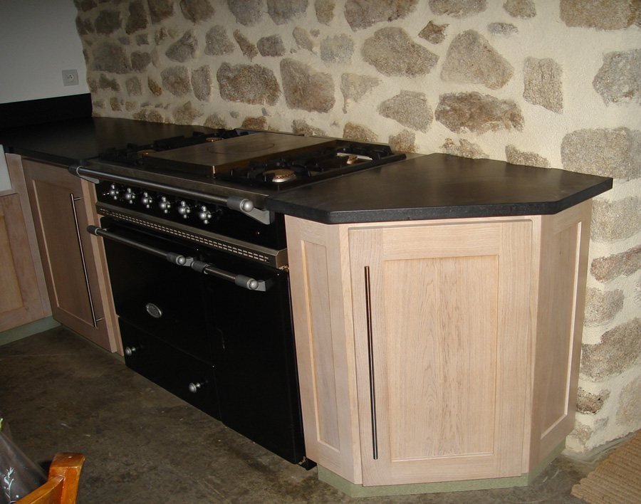 Cuisine traditionnelle fabrication cuisine lyon st etienne for Facade cuisine en chene massif